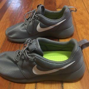 Nike All Gray Silver Roshe One